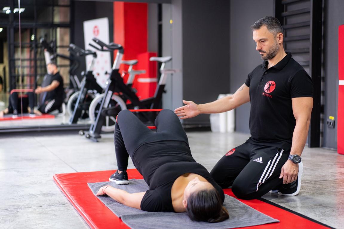 exercitii corectare postura