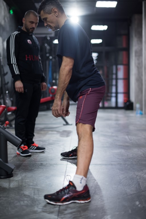 exercitii corectare posturala